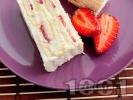 Рецепта Лесна и бърза домашна бисквитена торта с маскарпоне, кондензирано и прясно мляко, сметана и ягоди